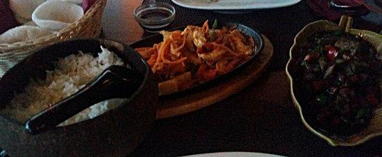 Άνταμαν: chicken satay, spicy duck, rice