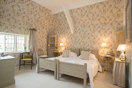 Tudor Cottage Bed & Breakfast: Crab Apple Room
