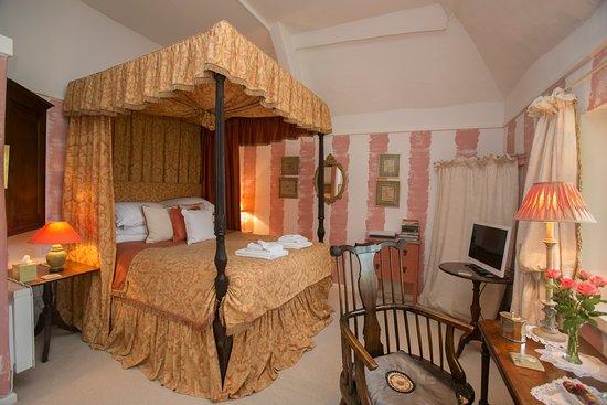 Tudor Cottage Bed & Breakfast: Tudor Room