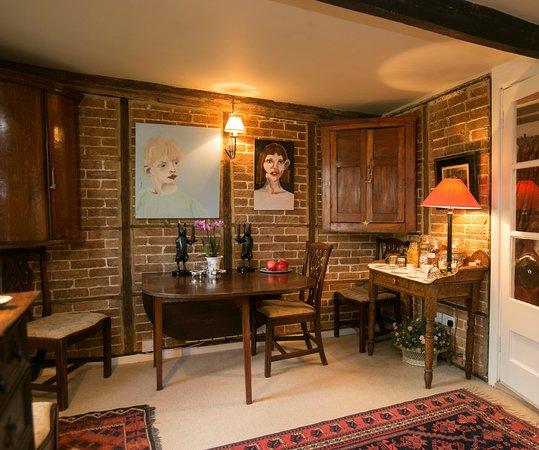 Frampton, UK: Tudor Cottagr Dining Room