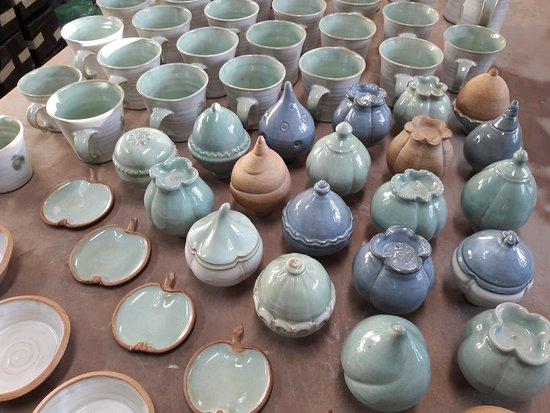 Kajsas Konst & Keramik: Ceramic kiln just beeing unloaded