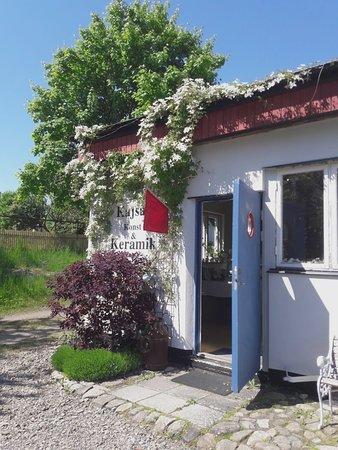Kajsas Konst & Keramik: Shop entrance, end of May