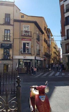 Plaza de Cascorro Madrid: Bar La Manyula II in the plaza