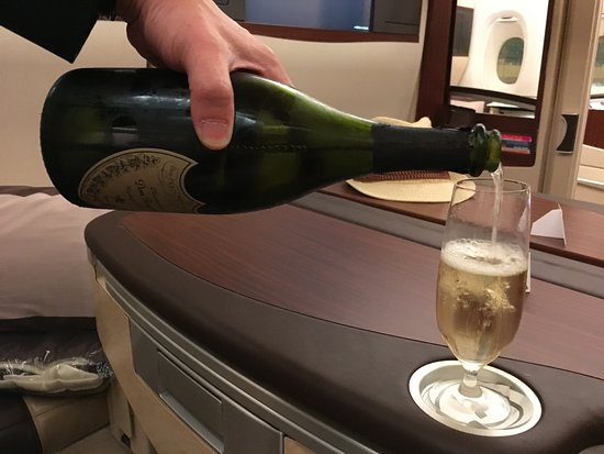 Singapore Airlines: welcome drink