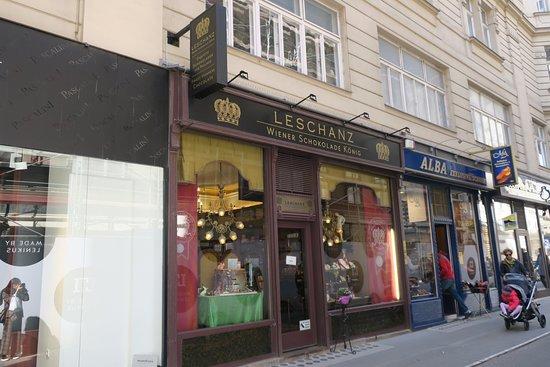 Leschanz Wiener Schokolade Konig: ペーター教会のそばにあります