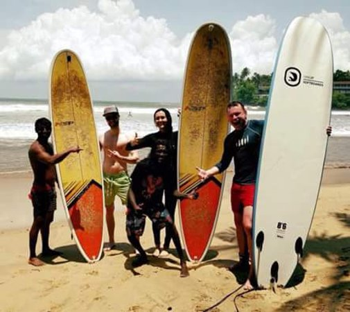 Hikkaduwa, Sri Lanka: Beginners group surf lessons with Chez Republic guests