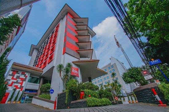 Tampak Depan Hotel Ibis Jakarta Tamarin Picture Of Ibis Jakarta Tamarin Tripadvisor