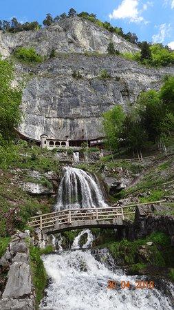 St. Beatus Hoehlen: Wasserfall
