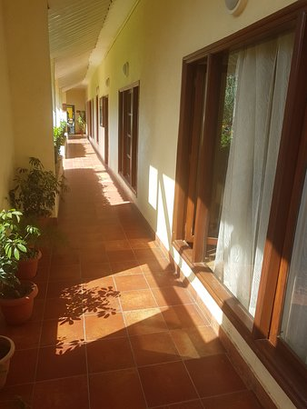 Club Mahindra Manali: Common passage to gym & spa