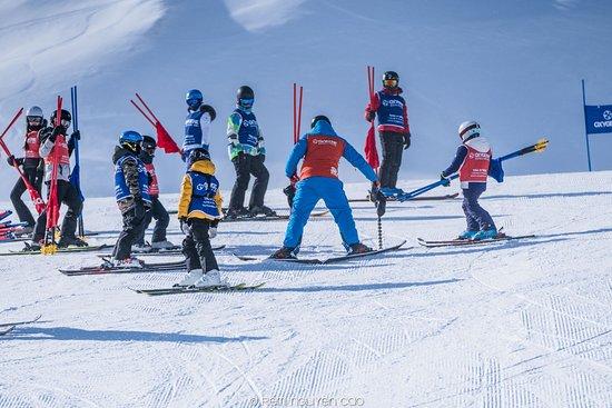 Oxygene Ski & Snowboard School : Pro Riders training for ski race
