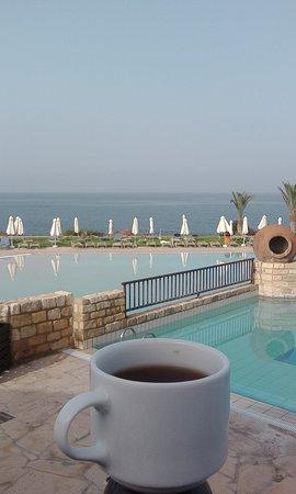 Akteon Holiday Village: Утро начиналось вкусным кипрским завтраком и ароматным кофе...