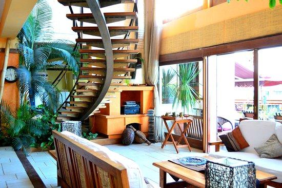 Le Gite de Bonheur: Living room