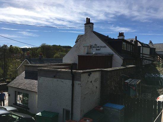 Kirkmichael, UK: Aussenansicht von der Terrasse