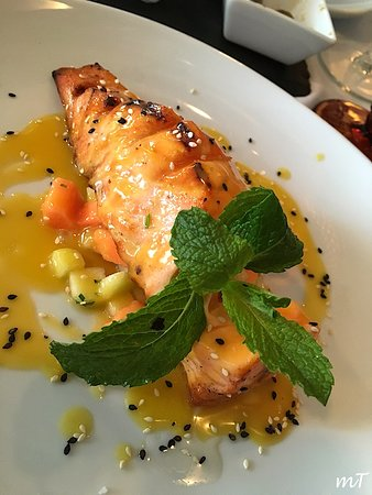 Frade dos Mares: Grilled Salmon Fillet with Fruit, Lime and Orange Sauce