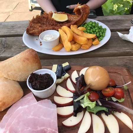 Tally Ho Inn: Lunch with my daughter.  Really lovely