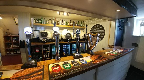 Ilsington, UK: Proud of our cask ales straight from the barrel