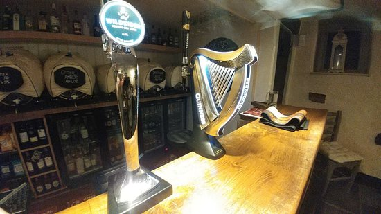 Ilsington, UK: Guinness pump stands out