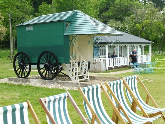 ‪‪Hampshire‬, UK: A cafe and Queen Victoria's bathing hut.‬