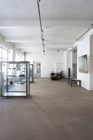 Galerie Kuskovu : Gallery KusKovu (Piece of Metal)