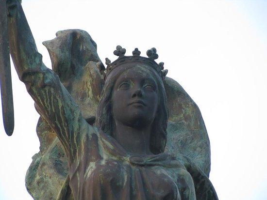 Estatua de Isabel La Catolica