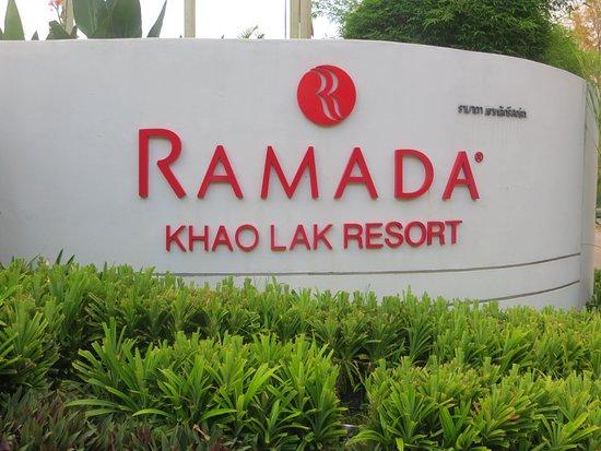 Ramada Khao Lak Resort: Hinweisschild Hotel