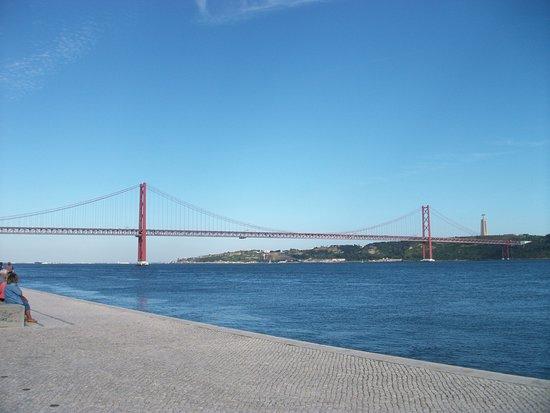 25 de Abril Bridge: Puente