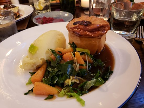 The Old Courthouse: Steak and Ale Pie, nicely done.