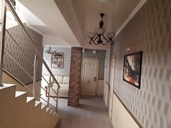 Kosmos Mini-Hotel: Очень чистый отель, хорошие номера.