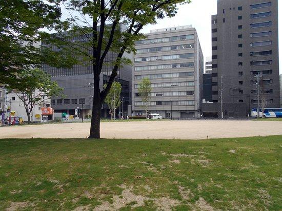 博多駅前, 福岡県, 園内の樹木もまだわずか