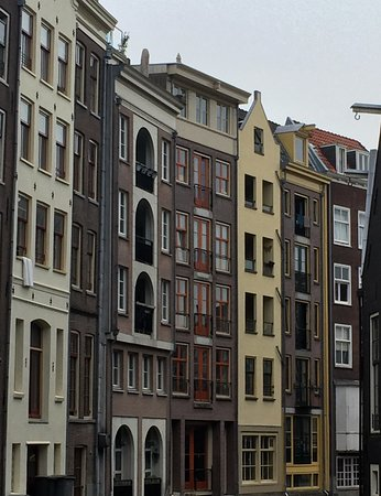 Amsterdam Walking Tour: Beautiful canal near a pub close to the red light area