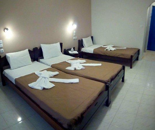 Hotel Mochlos: triple room, single beds