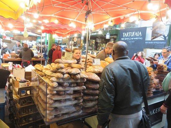 Borough Market: Tumpukan roti
