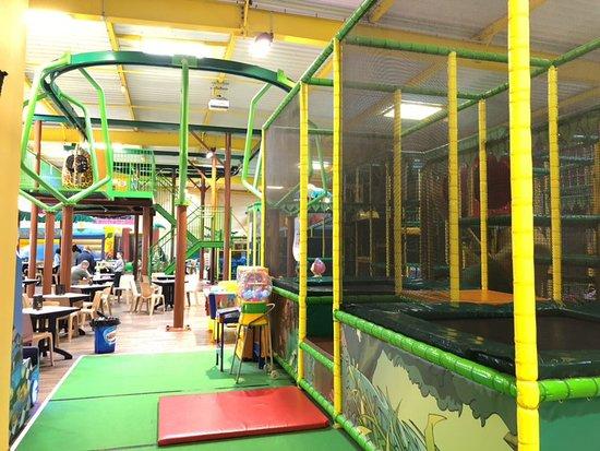 Benouville, France: trampolines et monorail