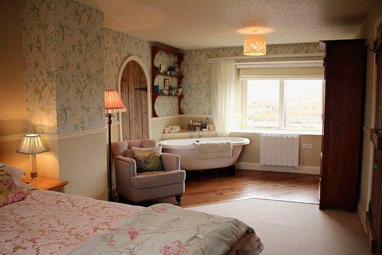 High Bentham, UK: Whernside en-suite bedroom