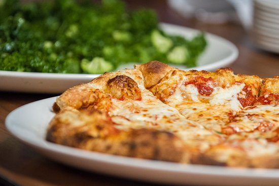 Farmville, VA: Effingham's - Coal-Fired pizza, Green Power Salad