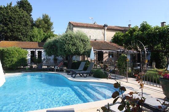 Hostellerie de La Tour, hôtels à Arles