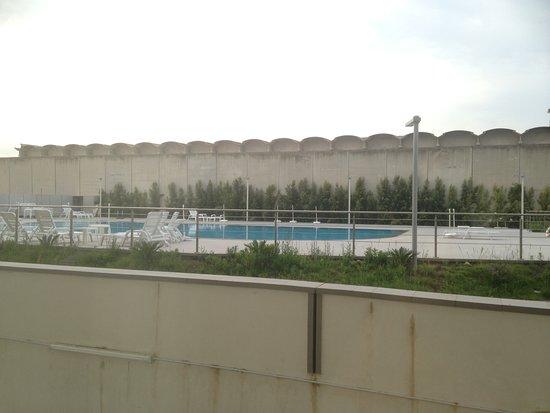 Catania International Airport Hotel: Pool view