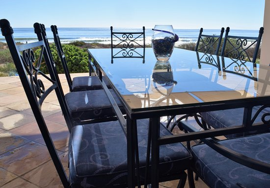 St. Helena Bay, Sør-Afrika: Patio Table a few steps from the sea and beach