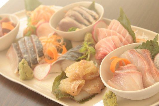 sashimi platter 8 offerings ダナン フィッシュ ダンス カフェの写真