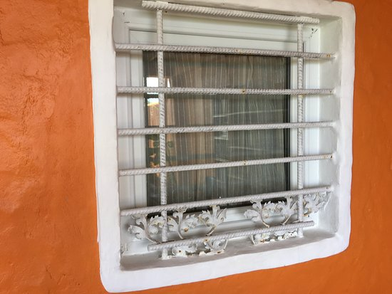 Bay Guesthouse: Bars at the window