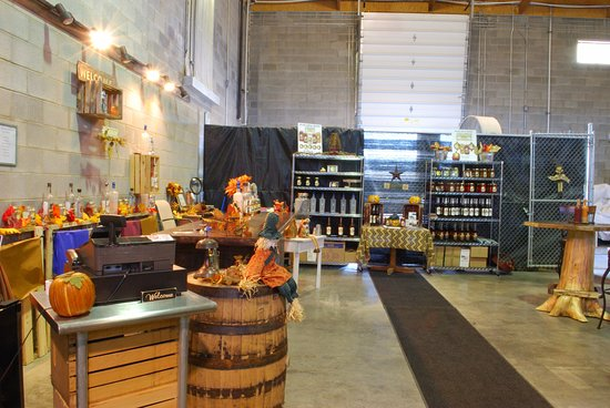 Rural Retreat, VA: Distillery store in the fall