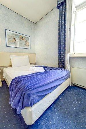 Hotel L'Aretino: camera singola francese Hotel Aretino prenota tariffa scontata al tel 0575294003