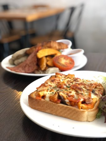 Take A Break Cafe: 蘑菇芝士多士