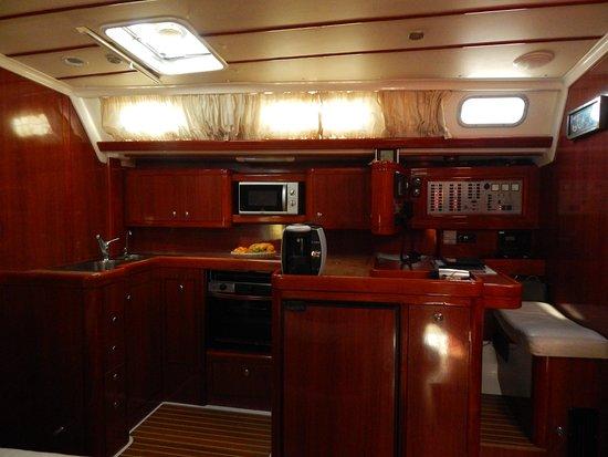 Golden Boheme Yachting Co: Luxury saloon !!!