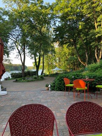 Furstenberg, เยอรมนี: Wunderbarer Blick vom Restaurant zum See