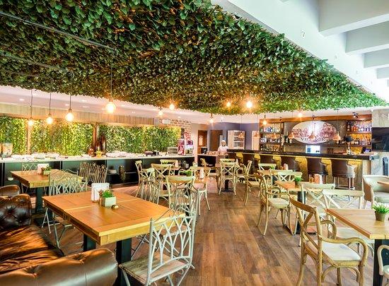 Hotel Porton Medellin: Ambiente acogedor Restaurante El Village