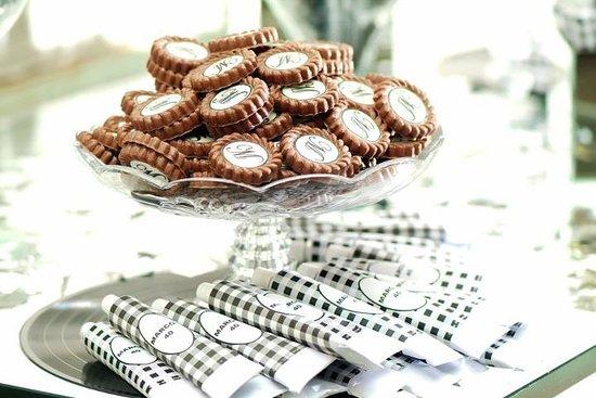 Ateliê Do Doce: QUEM também ama personalizar seus doces e mimos? 😍🙋🏻♂️ Faça já sua encomenda!