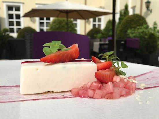 Recklinghausen, ألمانيا: Erdbeer-Rhabarber Cassata 