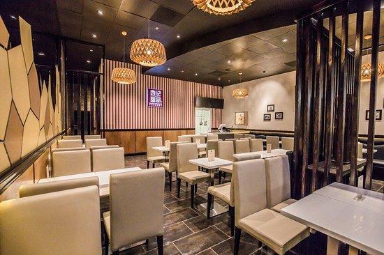 SweetHoney Dessert: Welcoming interior