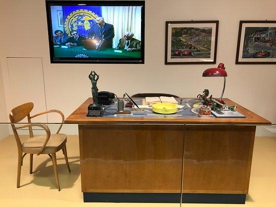 Museo Ferrari: Enzo's desk